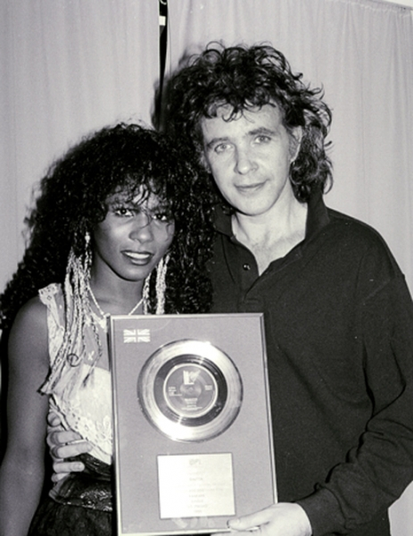 Sinitta receiving gold disk from David Essex